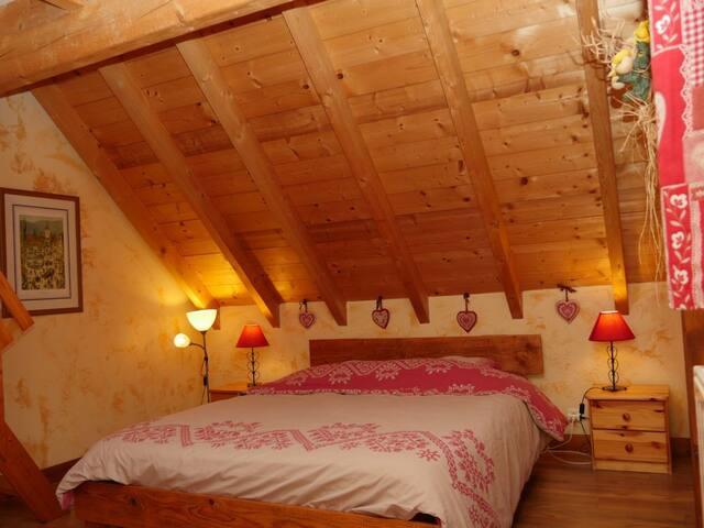 chambre avec grand lit de 160 x 200