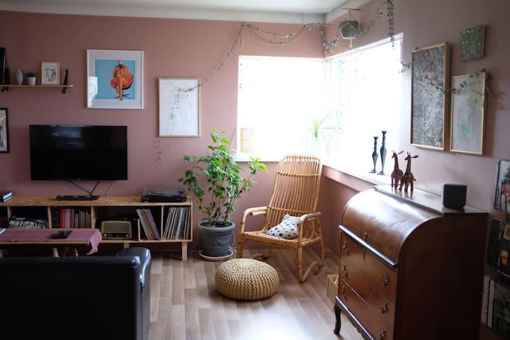 Cozy apartment downtown Keflavík