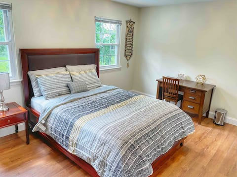 Spacious Private bedroom w/ queen Bed + Pool View