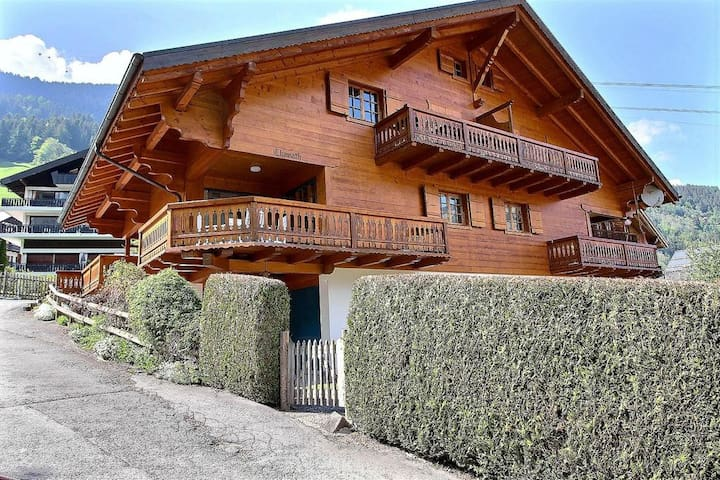 4 bedrooms, amazing view, 300m to cable car