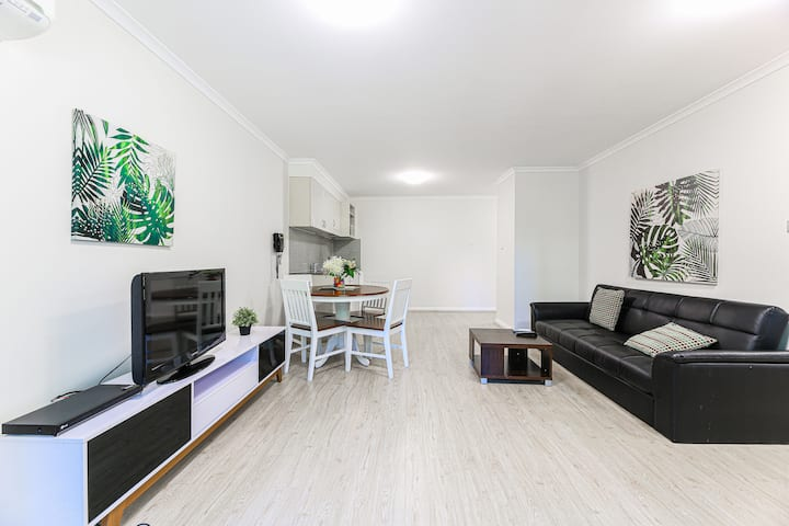 Cozy home @ Sydney CBD & next to train station!