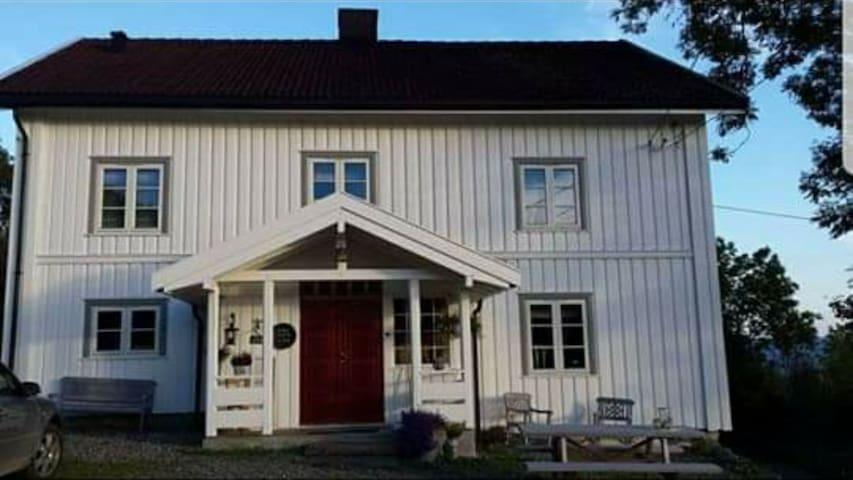 Bjørstad gård, landlig eiendom nær sentrum