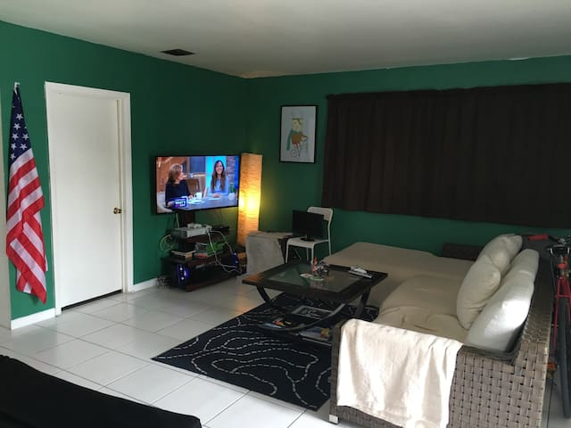 Hostel House Perfect for SpringBreakers - Fort Lauderdale