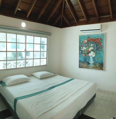 1ra Habitacion, con TV, cable, A.A, cama King size. 2do Piso Angelopolis del Mar
