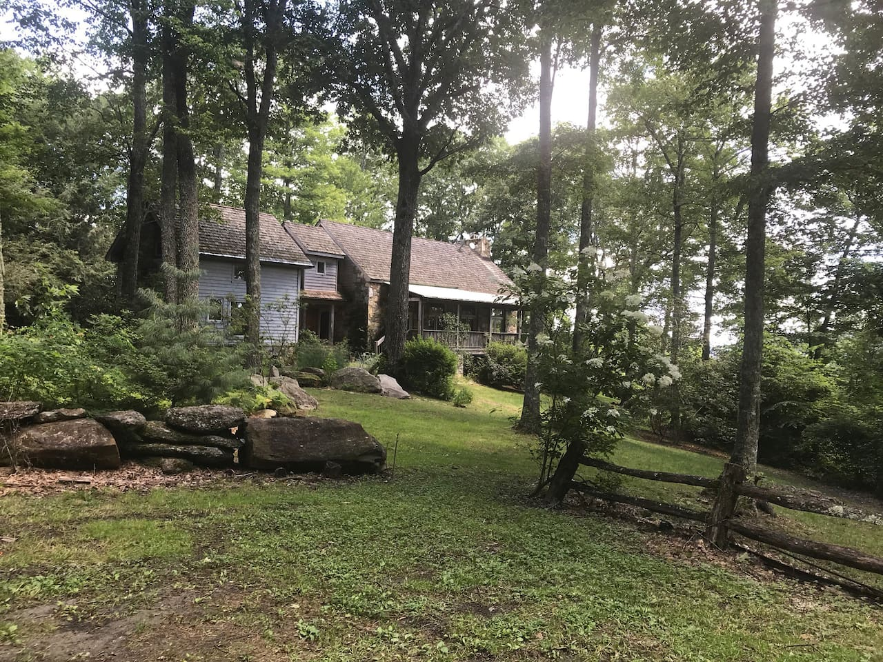 This lovely lodge is nestled in the woods and fronts on to 6,090 acres of the Panthertown wilderness. You could not ask for a more dreamy, restful spot! It is oozing with tranquility.