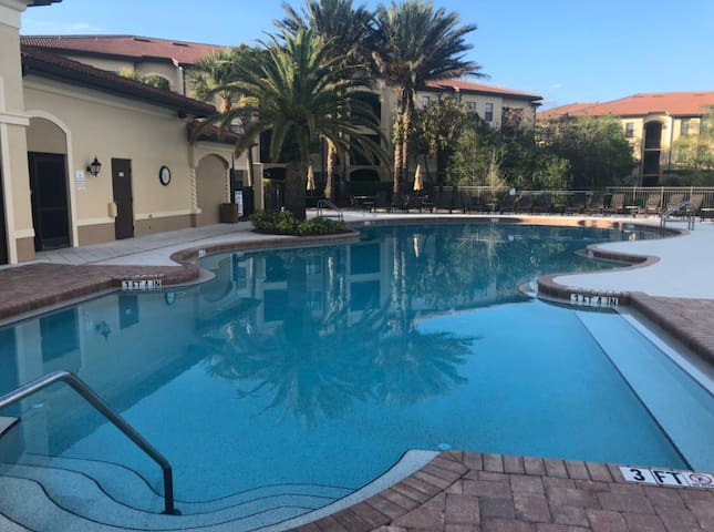 LUXURY condo with pool & spa~5 minutes to beach!