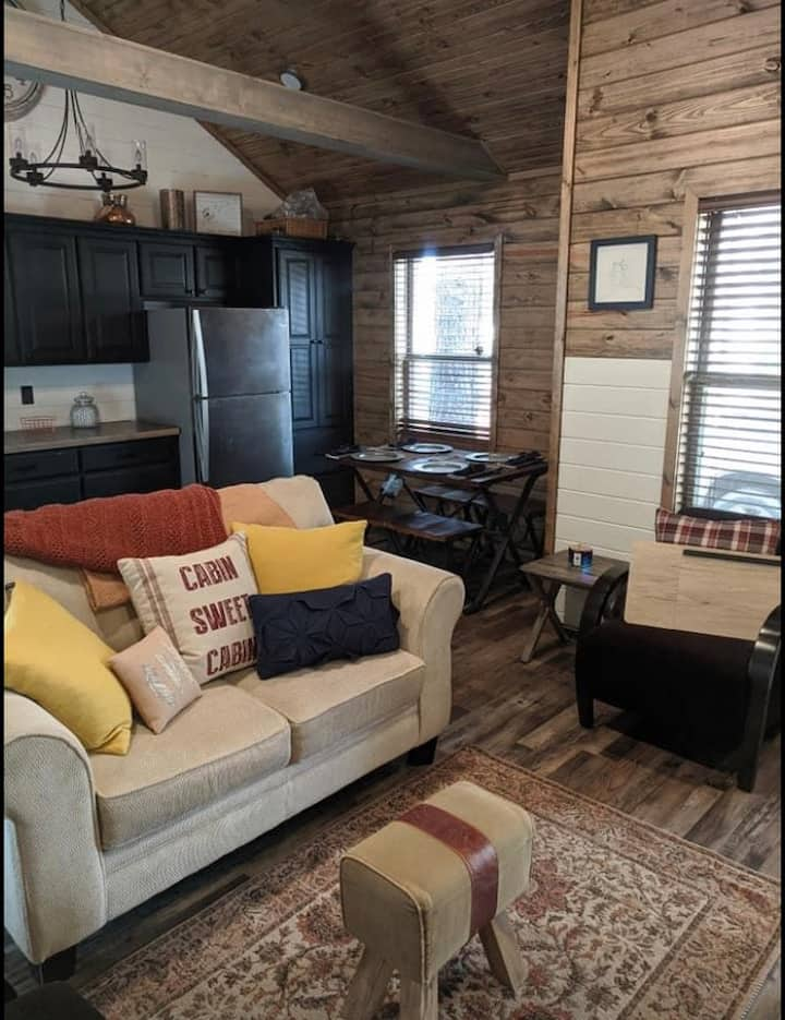 Secluded, private cabin minutes from Lake Eufaula!