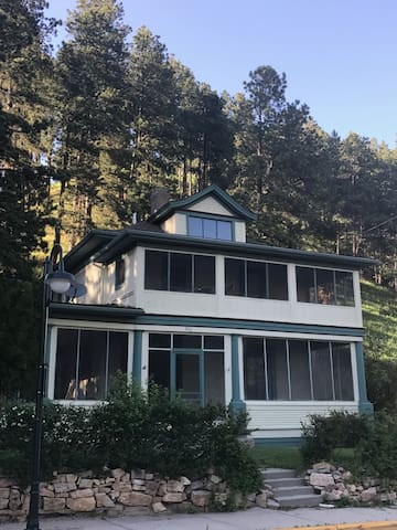 NEWLY RENOVATED HISTORIC HOME ON MAIN ST. DEADWOOD