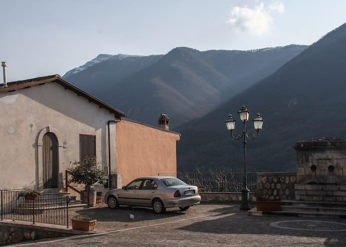 Graziosa e accogliente casetta in centro - Canistro - Casa