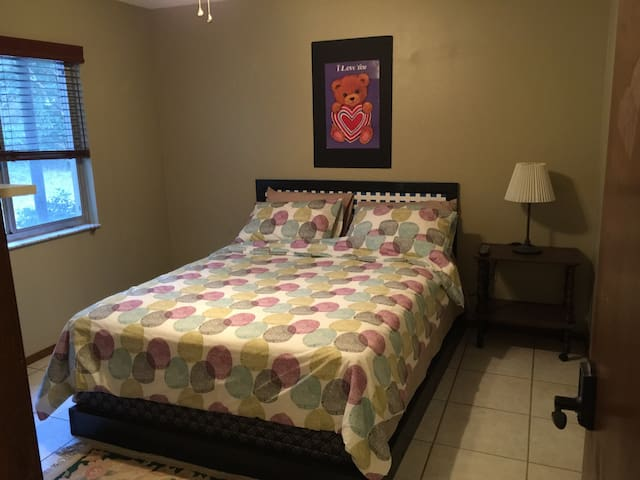 Retreat in the Woods! - Private Bedroom 1 - DeLand - Hus