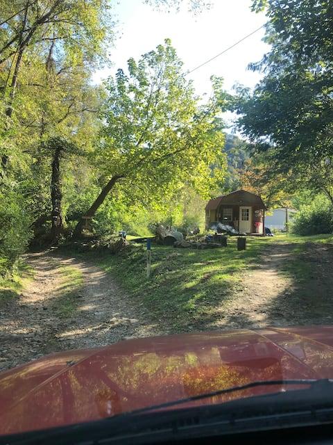 Hidden Heavens cabin outlaw trails/river access