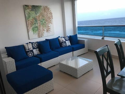 Las Olas: Luxury Apartment with Beach & Pool