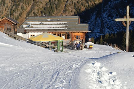 8-Bettzimmer direkt an der Piste - Plangeroß - Bed & Breakfast