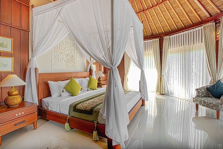 Spacious Room with Natural Surrounding