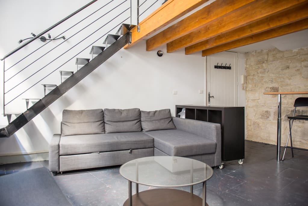 joli t1 avec mezzanine plein centre apartments for rent in montpellier france. Black Bedroom Furniture Sets. Home Design Ideas