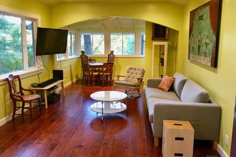 Eclectic Healdsburg House (Monthly Rentals Only)