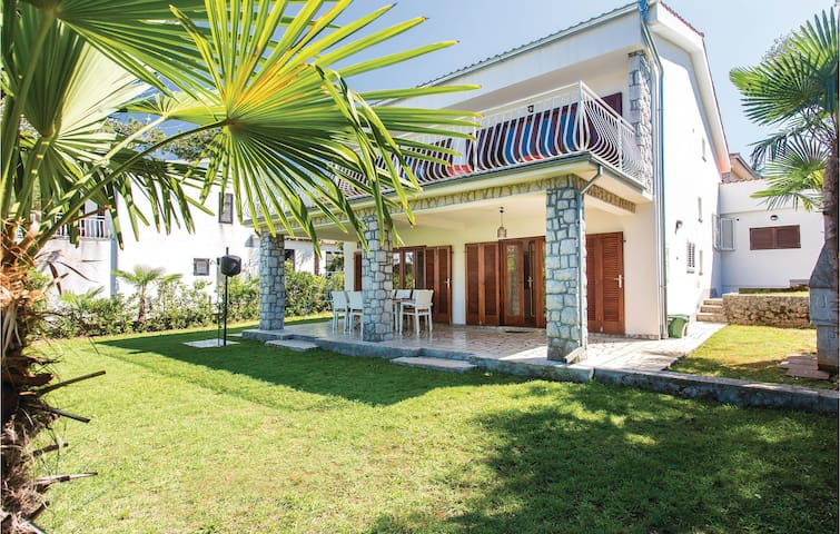 Holiday cottage with 4 bedrooms on 116 m² in Malinska