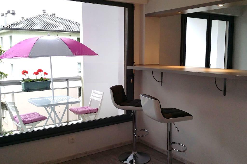 studio 30 m2 annecy 300m du lac avec balcon apartments for rent in annecy auvergne rh ne. Black Bedroom Furniture Sets. Home Design Ideas