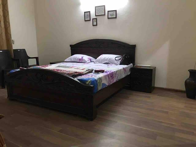 Master Bedroom (1-3)