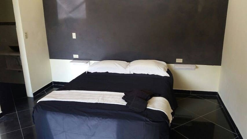 Black room - Las Lajas - Bed & Breakfast