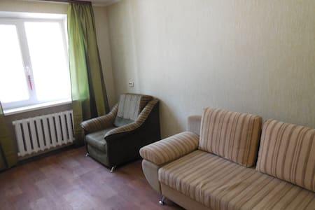 Уютная двухкомнатная квартира - Tyumen' - 公寓