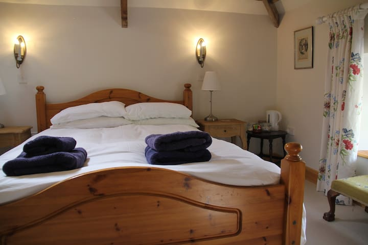 Cragend Grange 'West Room'  next to Cragside - Rothbury - Bed & Breakfast