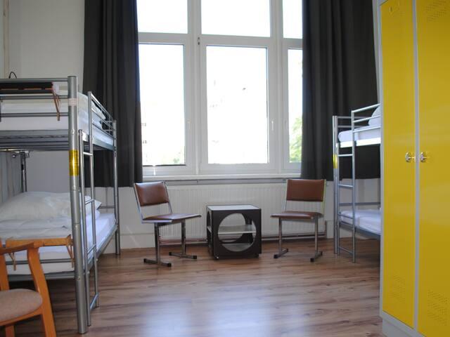 Sandershaus Hostel (Kassel) -, Vierbettzimmer mit Etagenbad