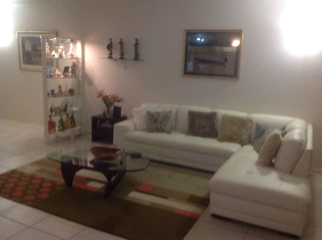 Beautiful apartment right in the heart of Cairns.