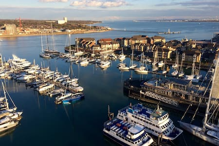 Sea & Marina View - En suite double - Southampton
