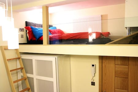 New Cosy Central London Studio. Ideal for Holiday