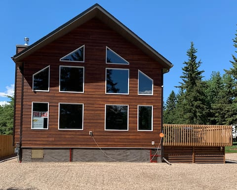Located at Crane Lake- your perfect family getaway