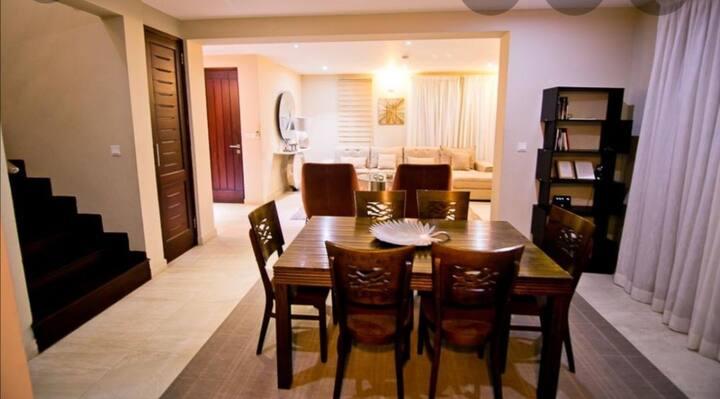 Deluxe 4bedroom apartment @ Pelican court