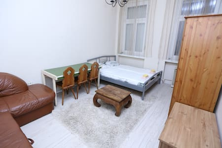KELETI ROOM (private room with double bed)