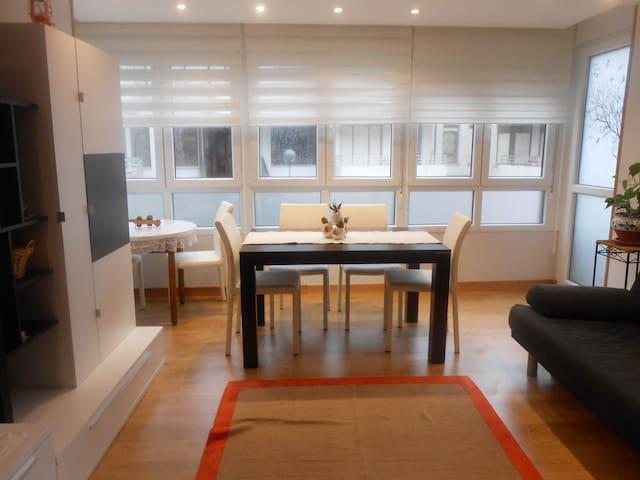 Amplio y renovado apartamento a 200m. de la playa - Loredo - Apartment
