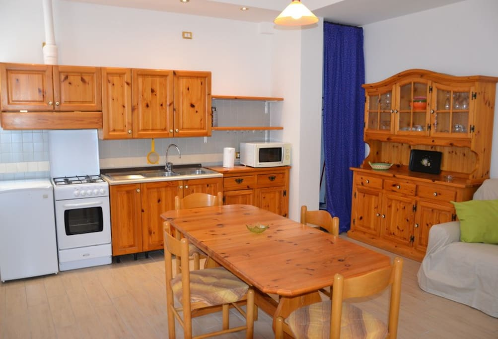 Cucina e sala da pranzo/kitchen and living room