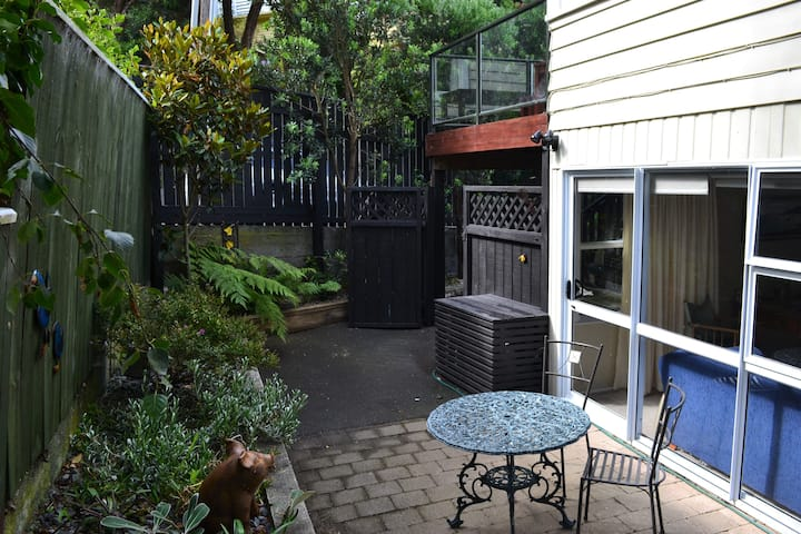 2 Bedrooms @ Island Bay, Private & Close to Beach