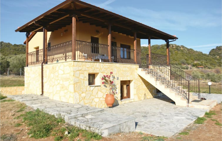 Holiday cottage with 4 bedrooms on 105 m² in Chiliadou