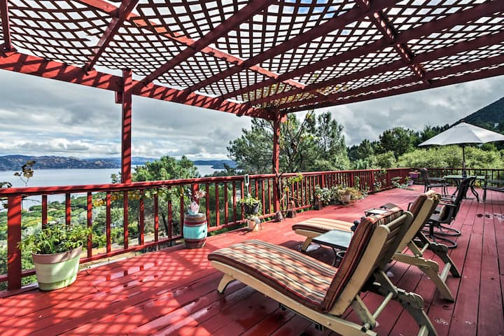 Spacious Kelseyville Home w/ Large Lakefront Deck!