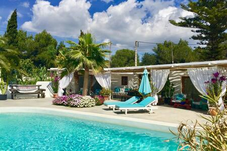 Bungallow with pool in a share villa in Ibiza