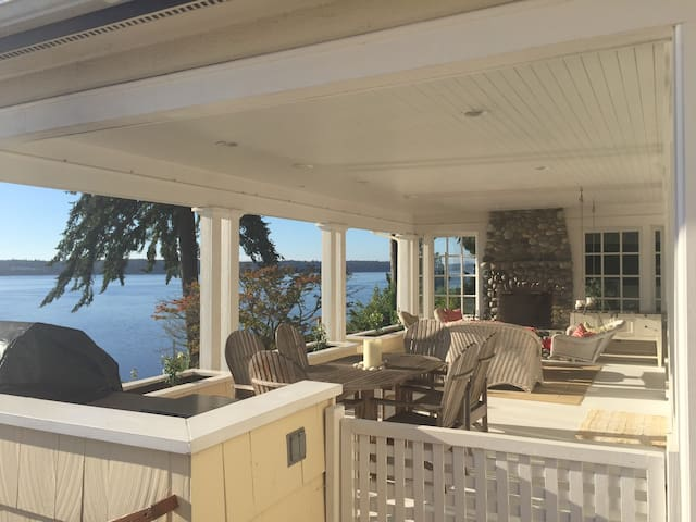 Exclusive home on Puget Sound waterfront