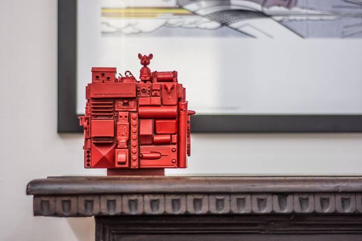 Nell'appartamento troverete anche oggetti d'arte e di design contemporano.