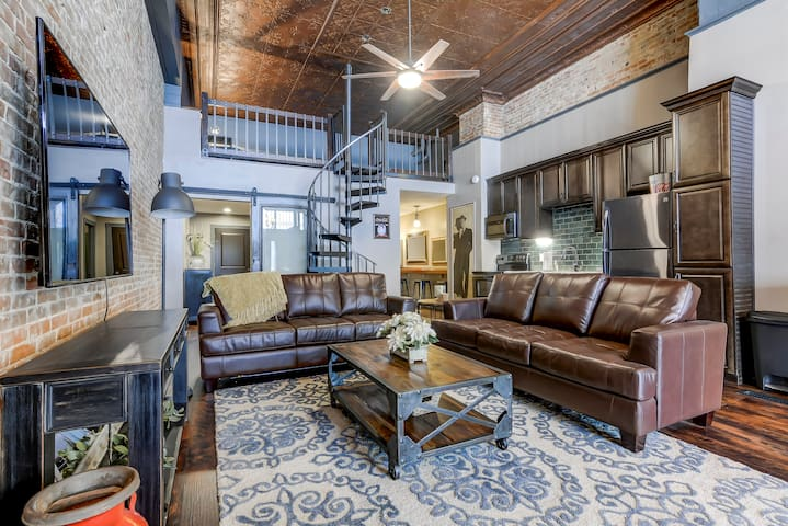 Lincoln's Loft - Lower Unit - Lincoln, IL
