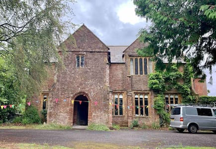 Ensuite double in Medieval Parsonage