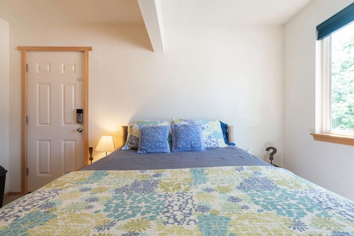 Enjoy a great night of rest in the comfortable queen size bed!