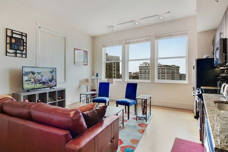 AMAZING DOWNTOWN CONDO WITH GREAT CITY VIEWS!