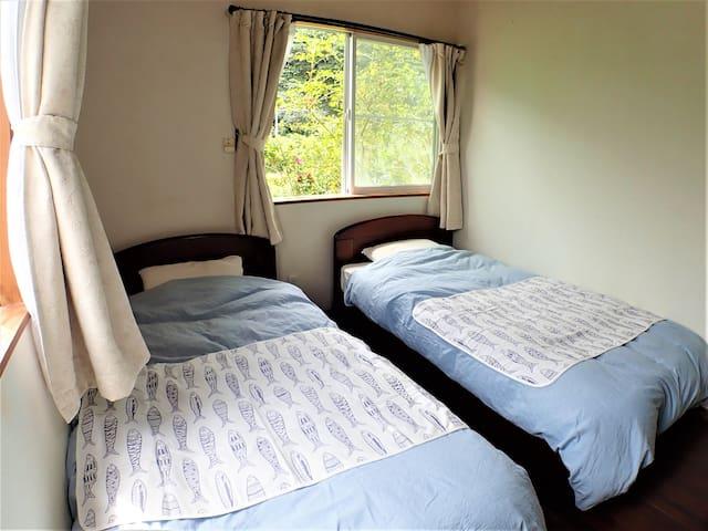 シングル2台のベッドルーム1