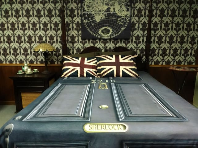 Sherlock Holmes Room Fun Theme and Comfy Bed