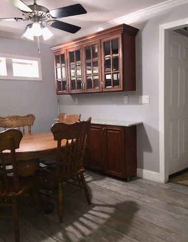 Eat in Kitchen area