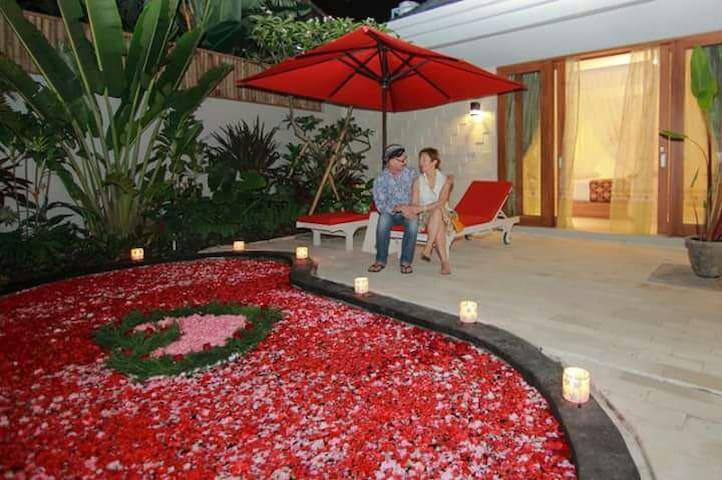 honeymoon set up and decor