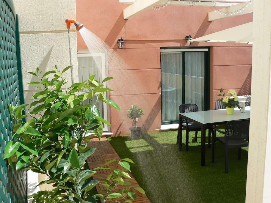 Terraza con ducha / Terrace with shower
